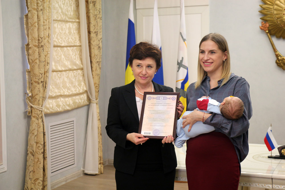 Семья Улановых из Волгодонска получила юбилейный в донском регионе 250-тысячный сертификат на материнский капитал